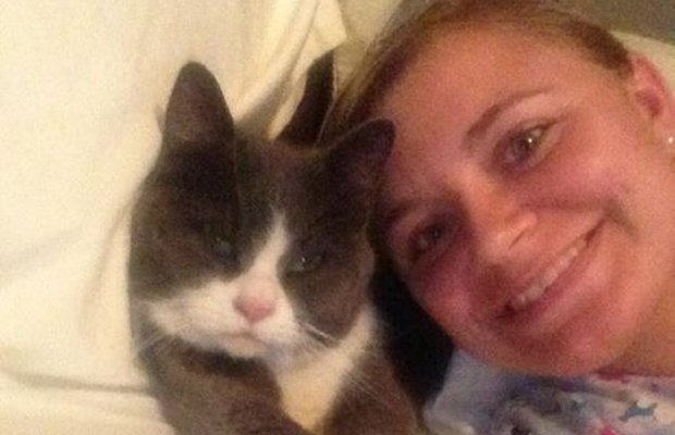 Fat Cat Rejoins Her Family a Month After Moore Tornado